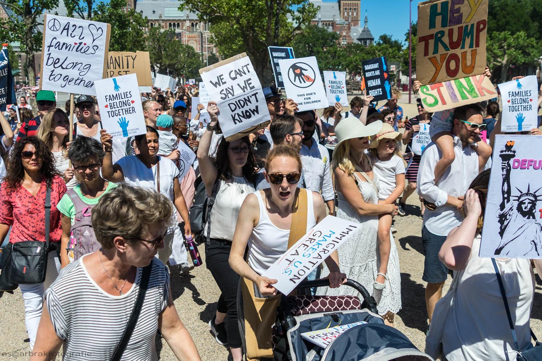Protest tegen scheiden van families VS Trump Amsterdam