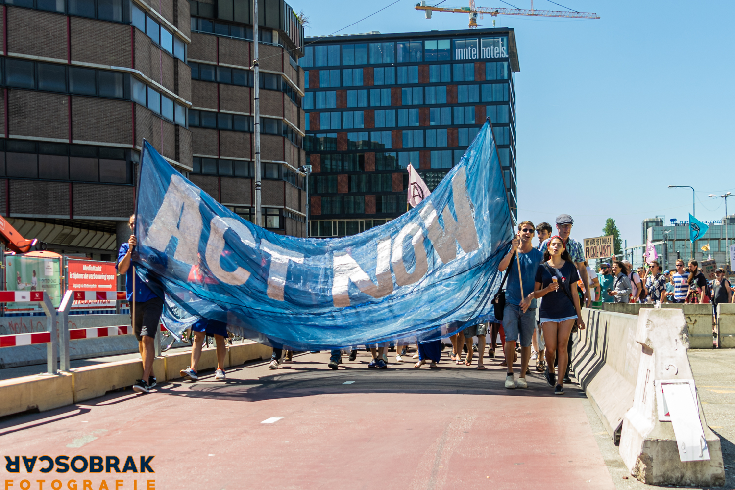 extinction rebellion utrecht stroomt over oscar brak fotografie