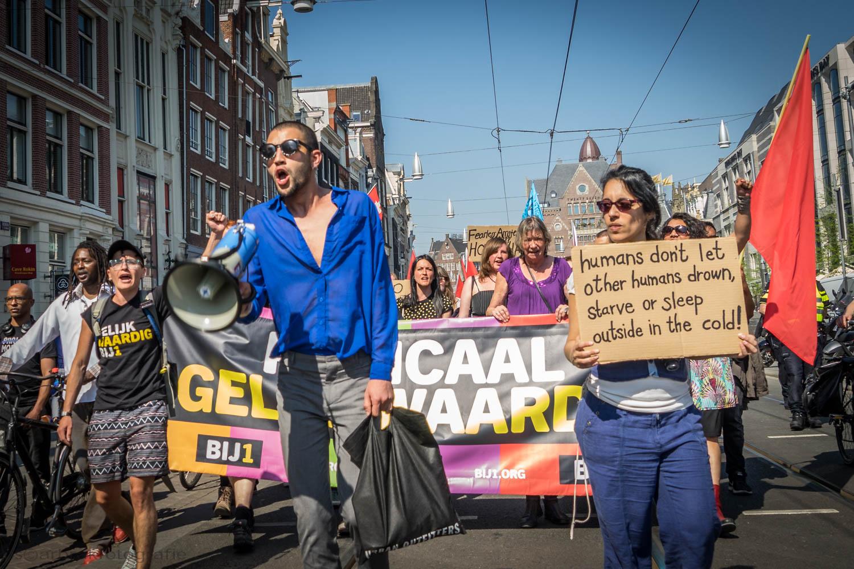 laat vluchtelingen niet verdrinken bij1 amsterdam oscar brak fotografie
